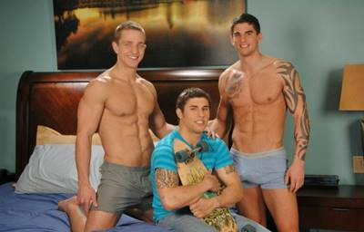 Trio Do Sexo Com Amigos Jovens Fazendo Sexo Em Trio