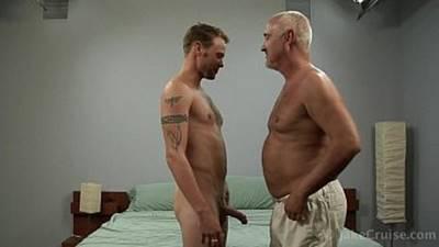 Velho Gay Fudendo Um Rapaz Louco Por Vovô Gay