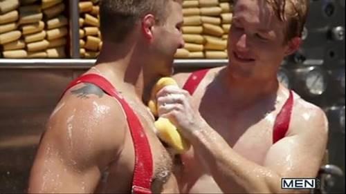 Sexo Entre Bombeiros Gays Lindos E Gostosos Numa Foda Deliciosa