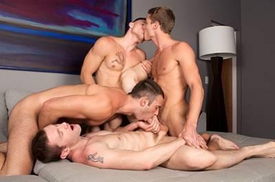 Sexo Entre Gays Lindos Dando Uma Trepada Na Casa Do Amigo