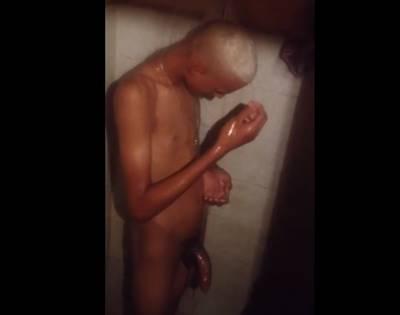 Flagra Com Loirinho Roludo Tomando Banho Com Seu Cacetão Grande