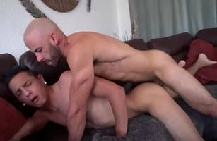 Hetero Enrabando Gay Deitadinho No Sofá